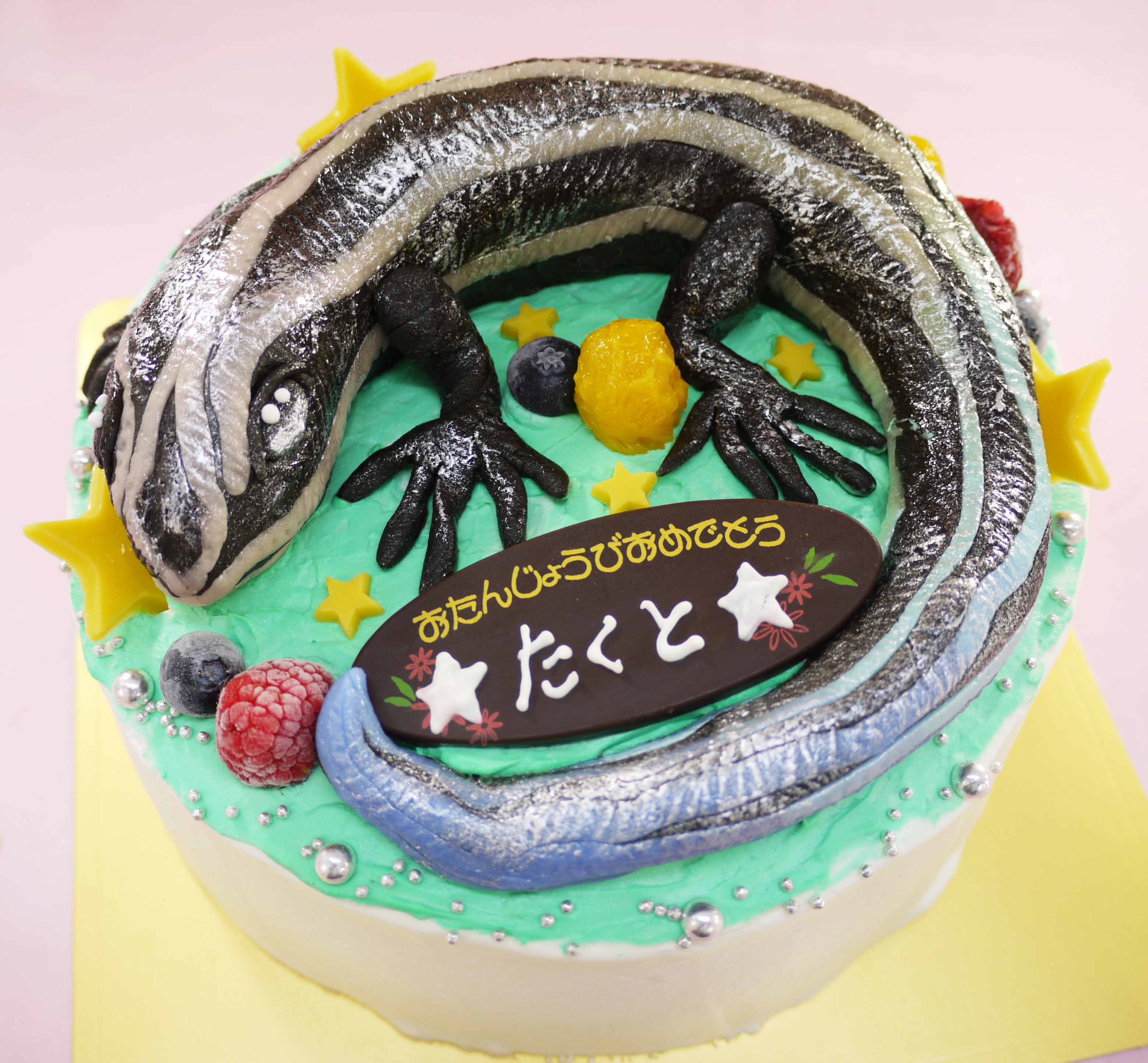 二ホンニジイロトカゲの立体ケーキ