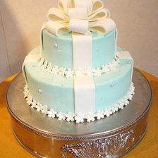 【二次会・パーティ用・盛岡市】青いリボンの2段ケーキ